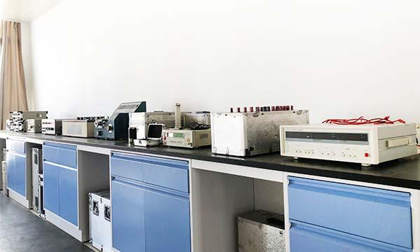 电子厂仪器校准图片
